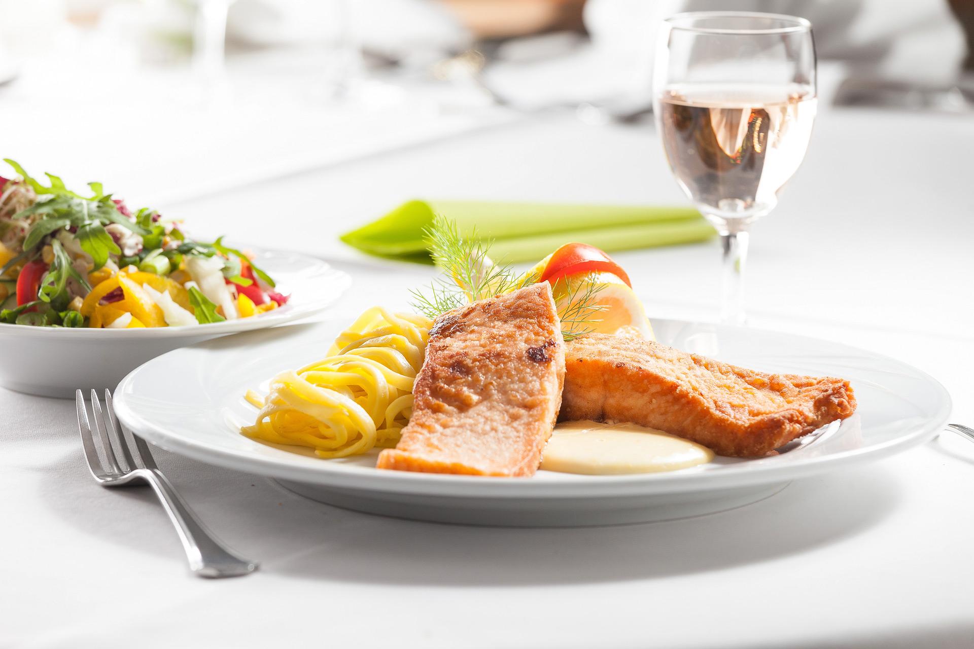 Airfield hotel restaurant for Airfield hotel ganderkesee